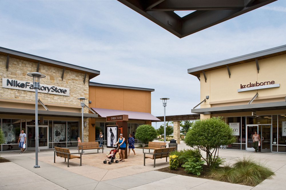 Round Rock Premium Outlets is a family friendly outdoor mall located off I in Round Rock, TX. This beautiful open air mall is home to stores including Banana Republic, Nike, Michael Kors, Disney Store, and Polo Ralph janydo.mlon: N Interstate 35, Round Rock, , TX.