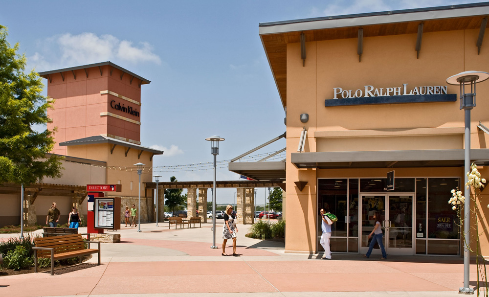 Normal & special operating hours for Round Rock Premium Outlets®.