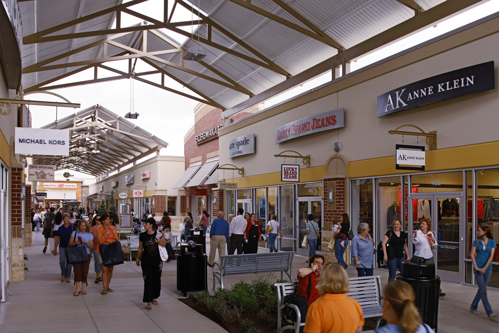 plan your upcoming shopping trip Plan ahead and locate your favorite stores before you shop (or park). Be sure to stop by Shopper Services when you arrive to pick up your Little Red Book of Big Savings and to learn more about the many ways to optimize your Tanger shopping experience.