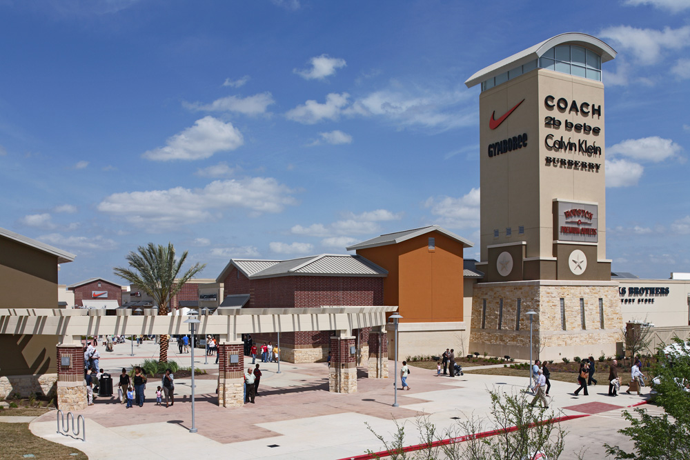 Houston Premium Outlets features an impressive collection of the finest brands for you, your family and your home. Located approximately 35 miles northwest of downtown Houston, you're sure to find impressive savings all year round.4/4().