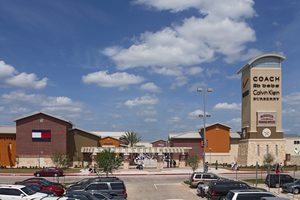 Houston Premium Outlets® offers designer and name-brand outlet stores including Armani Outlet, Burberry, Nike, Kate Spade New York and Tory Burch. We are conveniently located in northwest Houston off of U.S. Highway West at Fairfield Place Drive; approximately 35 minutes from downtown Houston and the Galleria uptown 0549sahibi.tkon: Hempstead Rd, Cypress, , TX.