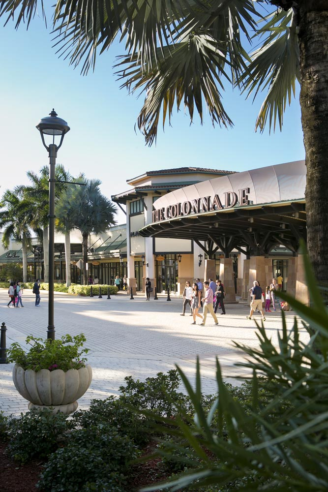 Sawgrass Mills Mall is the second most popular tourist destination in Florida. Here's a guide to Sawgrass Mills coupons, sales, restaurants and stores. Sawgrass Mills outlet mall is the second most popular tourist destination in Florida.
