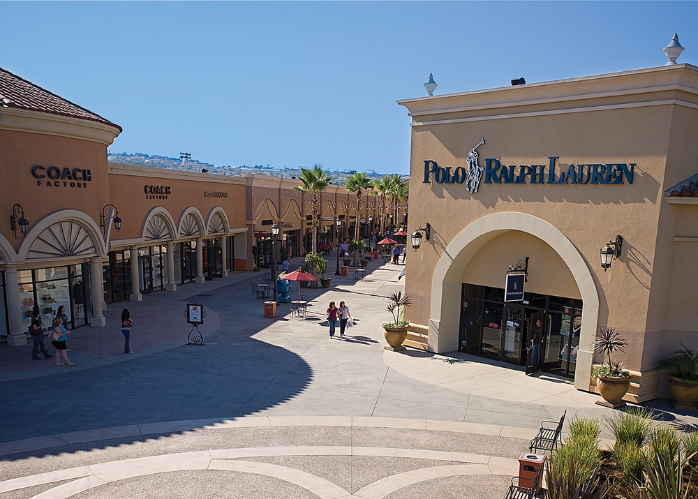 Plaza Las Américas; Location: The new Penney's at Plaza Las Americas is the chain's largest store. The original location was subdivided into new retail spaces. In , the overpass bridge on the De Diego Expressway was inaugurated, offering better access to the shopping center.