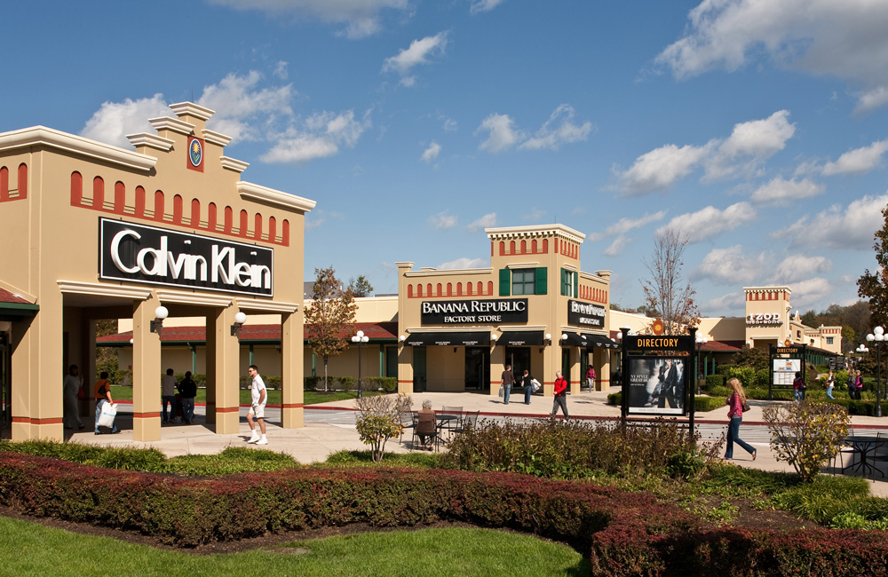 This review is for the Hagerstown Premium Outlets in Hagerstown, MD near the I interstate highway and the tri-state handle region. Went here the first weekend in August , to take advantage of the tax-free weekend days before school starts/5(68).