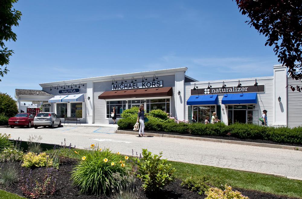Outlet Malls in Massachusetts Find the best outlet shopping in Massachusetts. Get up to date information, sales and deals for every outlet mall in the state of Massachusetts.