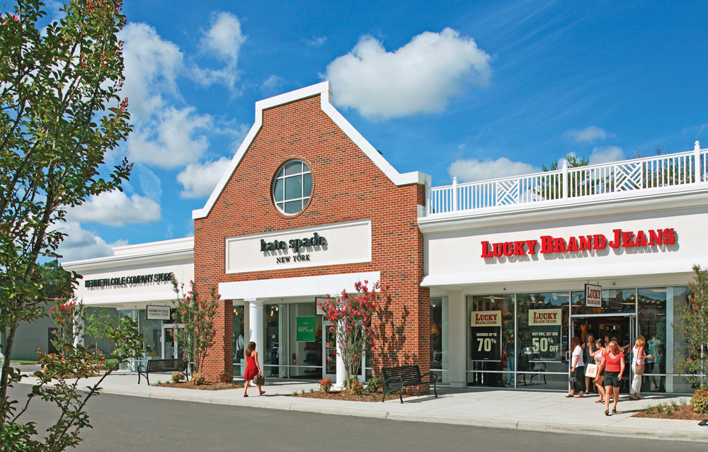 Have the ultimate shopping experience in Williamsburg, home to Williamsburg Premium Outlets, the largest outlet mall in Virginia; the 10,square-foot Yankee Candle Village; boutiques at High Street and New Town; and the waterfront Riverwalk Landing.