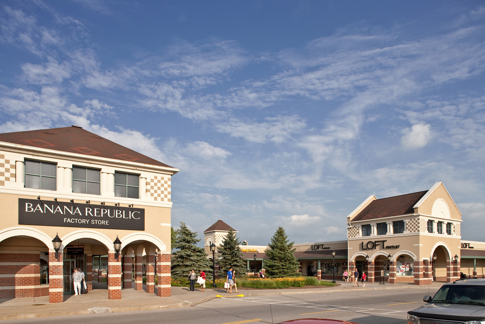 Grove City, PA - Cross Border Shopping and City Guide Grove City, Pennsylvania, located approximately km from Toronto, Ontario and 80 km north of Pittsburgh, is a popular cross border shopping destinations for Canadians living in Central and Southern Ontario.