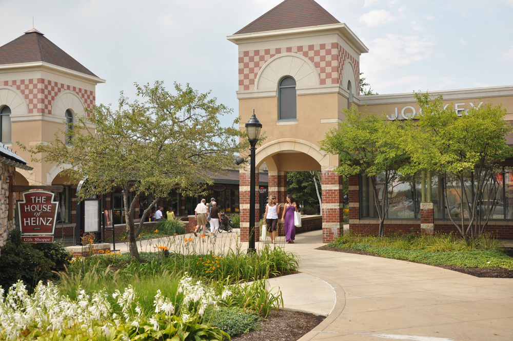 "miles from Grove City Premium Outlets "" This is without any doubt one of the better HIEs in the State of Pennsylvania. Very well managed, well maintained and just an overall comfortable stay from A-Z."