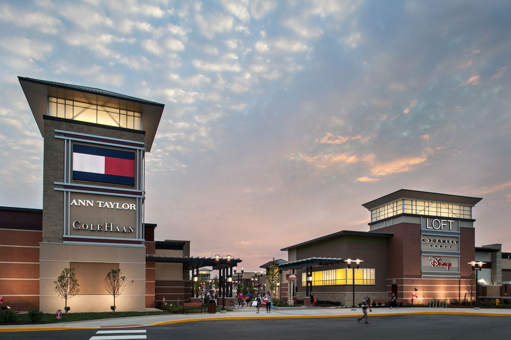 The outlet malls in Chesterfield draw hordes looking for a bargain on premium gifts. When there's beautiful weather and a long gift list to tackle, a visit can turn into a day-long outing with family or friends.
