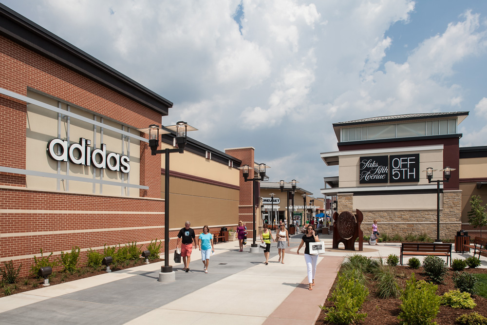 St. Louis Premium Outlets, one of the two highly anticipated new outlet malls coming to Chesterfield in fall , recently announced a few new additions to their store directory, now making the project more than 75 percent committed.