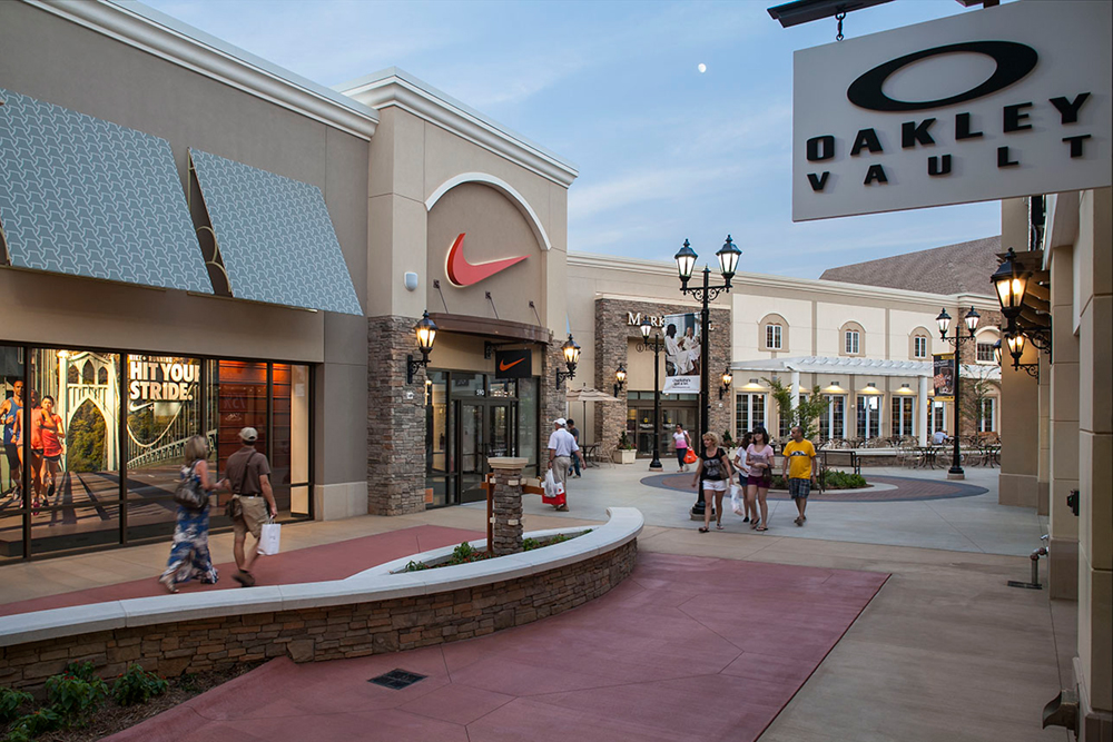 about charlotte premium outlets a shopping center in charlotte nc a simon property. Black Bedroom Furniture Sets. Home Design Ideas