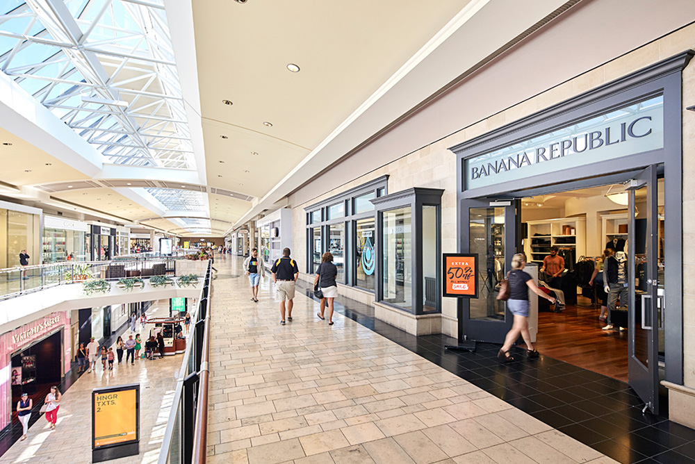 Conveniently located off McKnight Road in the North Hills of Pittsburgh, Ross Park Mall immediately serves the communities of Ross Township, McCandless and Cranberry Township. We have ample accommodations to serve your personal and group shopping needs if 4/4(99).