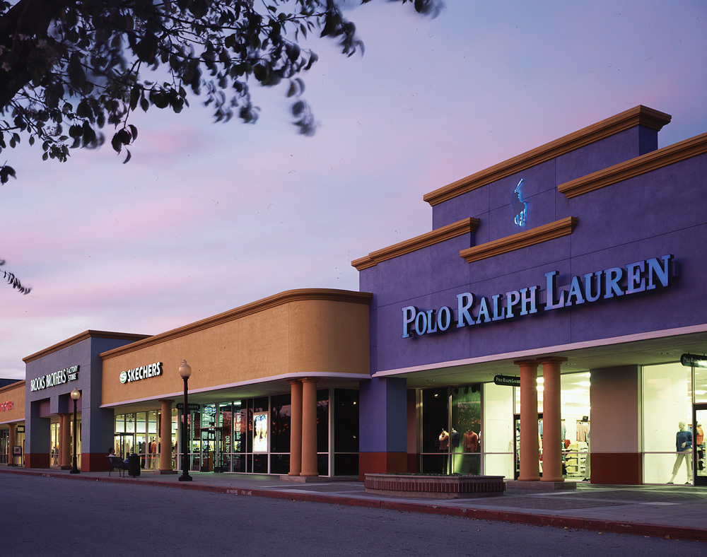 San Jose outlet mall locations The San Jose region is home to several outlet malls full of factory stores offering shoppers steep discounts on quality clothing, accessories and gifts. In the following section you will find all nearby outlet malls.