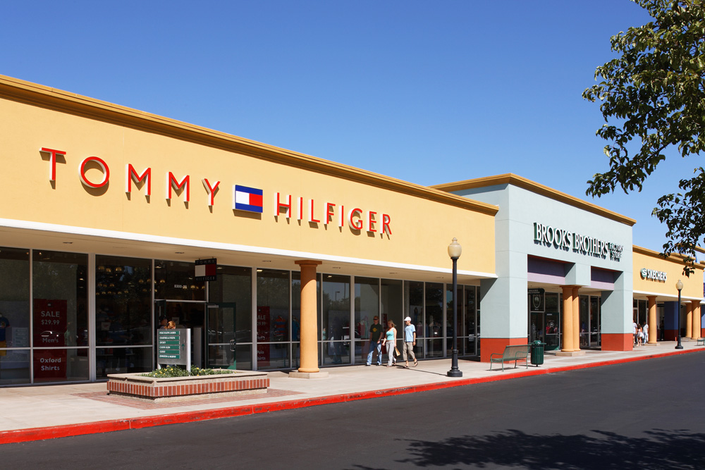 complete list of stores located at gilroy premium outlets