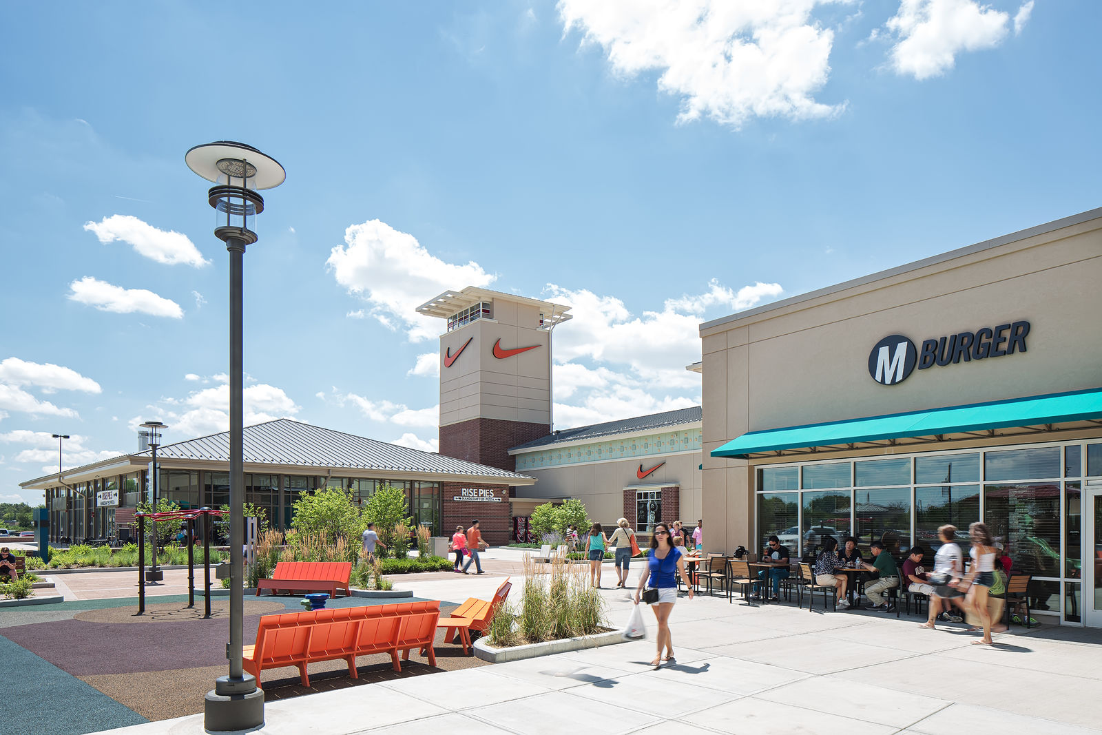 Chicago Premium Outlets, Aurora. 25K likes. Chicago Premium Outlets® offers designer and name brand stores including tentrosegaper.ga, Armani Outlet and more/5(K).