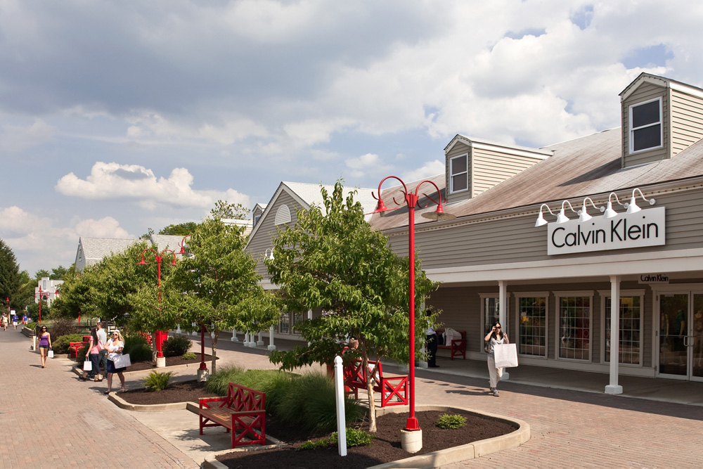 Aurora Farms Premium Outlets is located in Aurora, Ohio and offers 65 stores - Scroll down for Aurora Farms Premium Outlets outlet shopping information: store list, locations 3/5(4).