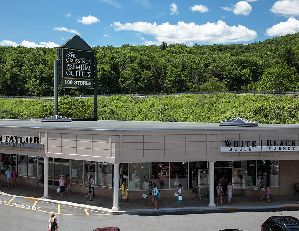 A cozy country shop nestled in the Pocono Mountains for over 28 years. Featuring Handcrafted items, Pottery, Candles, Potpourri, Penn State Items, Collectibles, Christmas Corner, Gourmet Goodies.