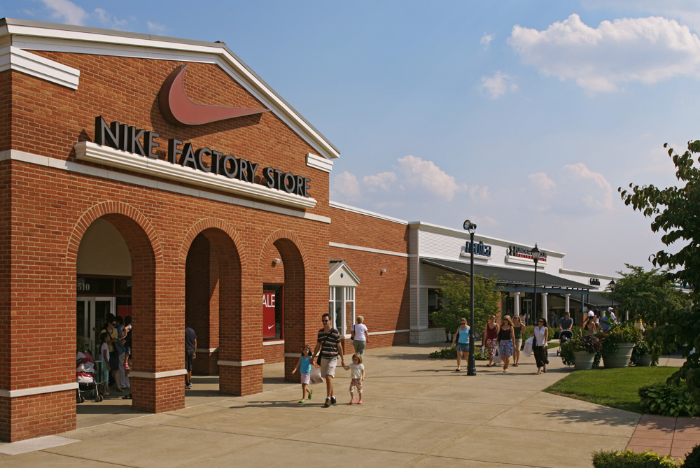 Complete list of stores located at leesburg corner premium for Nearby boutiques